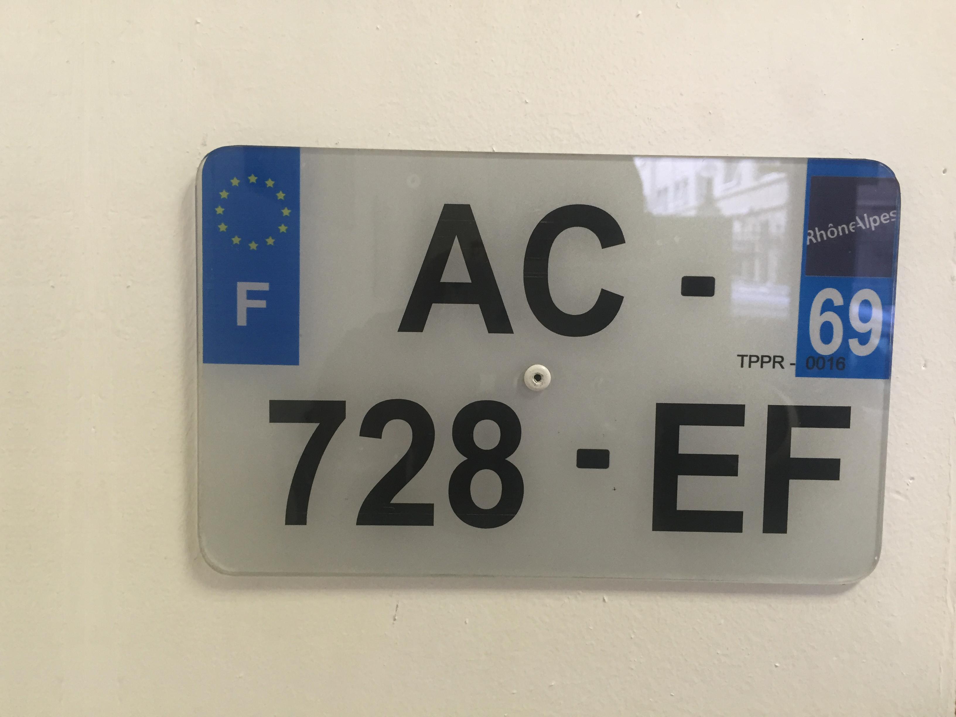 Pose de plaque d immatriculation voiture lyon pose de for Garage carte grise lyon